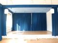 Bühne offener Vorhang